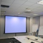 Интерлинк сервис MONTAJ-SCREEN-ELECTRIC Монтаж моторизованного проекционного экрана шириной более 2-х метров на основной стене, включая расходные материалы