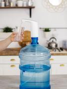 Помпа для воды электрическая Carnero J2 - блокировка от детей / подсветка / на бутыль 19л / аккумуляторная / электропомпа / кулер / для бутилированной воды / насос для воды / для бутилированной воды