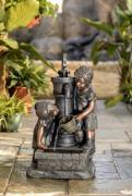 Декоративный фонтан для дачи Дети у колонки