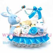 Оригинальная подарочная корзина для новорожденного в голубых тонах