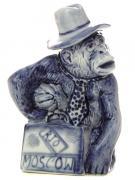 Скульптура Обезьянка в шляпе с чемоданом Гжель