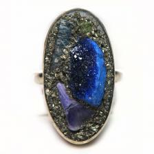 Кольцо с азуритом, чароитом, хризолитом, пиритом 1489-nr